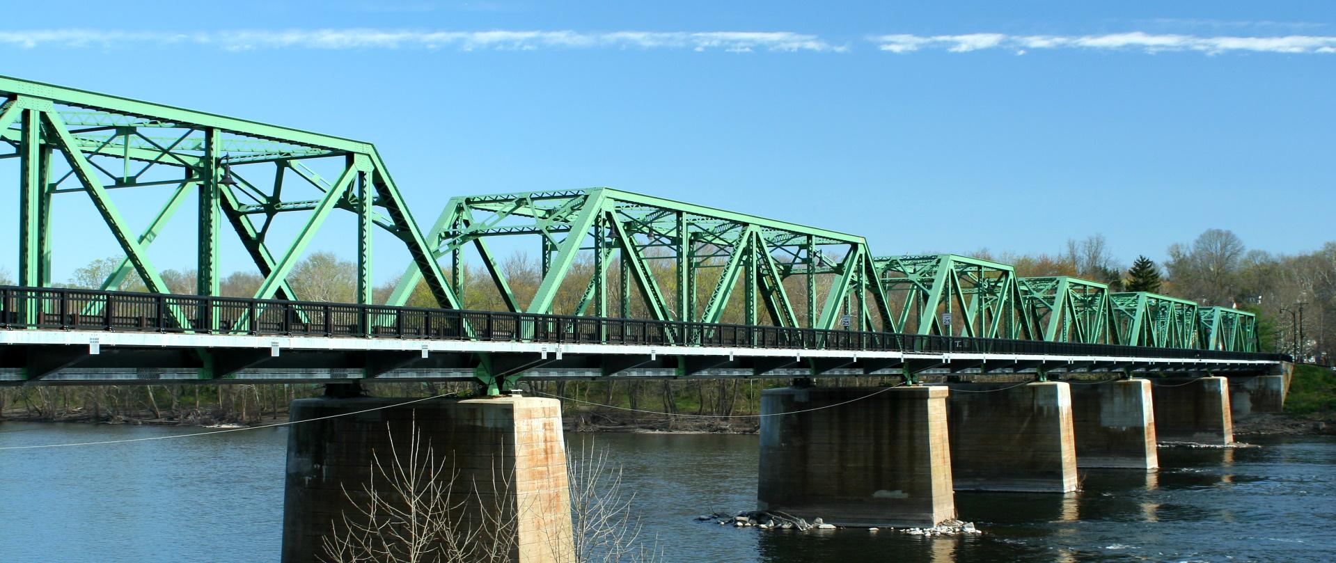 metal bridge over the delaware river PD2FVCM