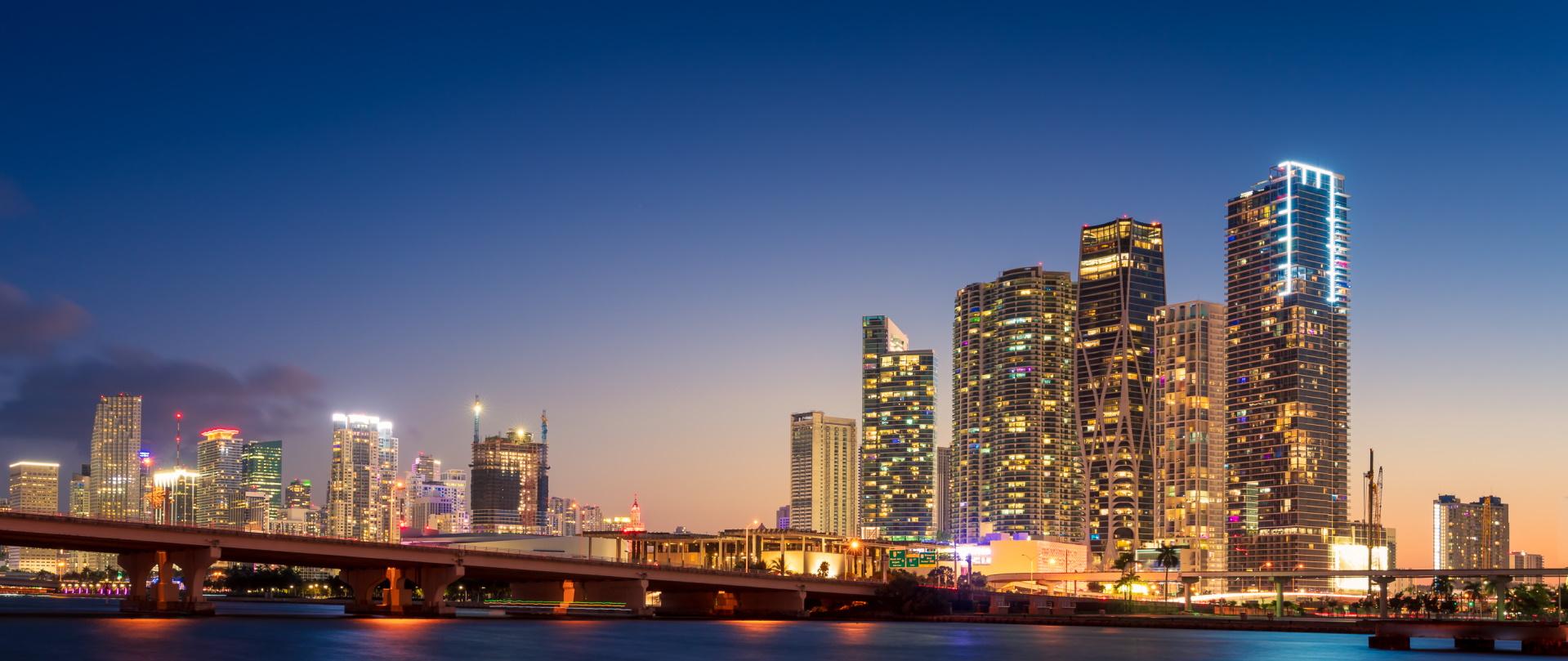 miami city skyline and macarthur causeway at night VWGDJ24