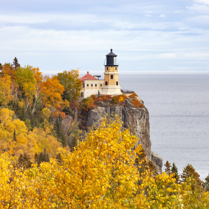 split rock lighthouse on the north shore of lake s 2EQ3FFW