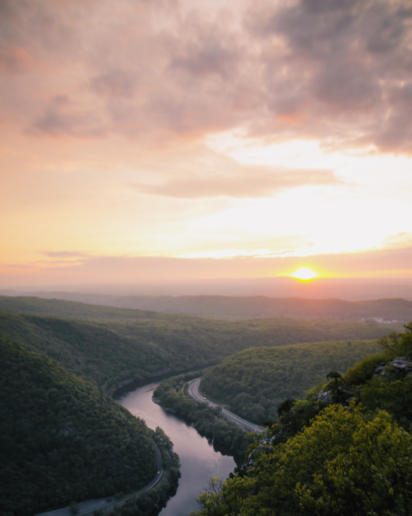 sunset over delaware river U6P87EZ
