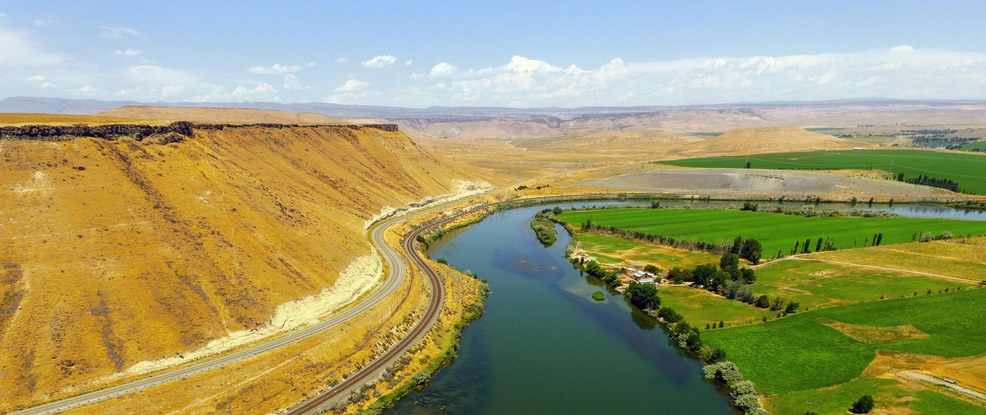 the snake river meanders across idaho at glenns fe CFNUS98